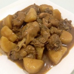 phooi - stew potato chicken